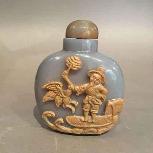 Large Cameo Agate Snuff Bottle