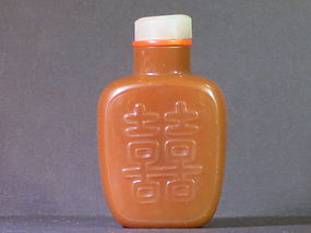 Chalcedony snuff bottle with Double happiness