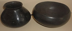 A SET OF CASAS GRANDES BLACKWARE POTTERY PIECES