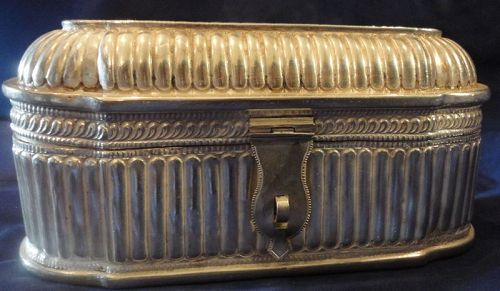 AN ELEGANT ANTIQUE STERLING SILVER JEWELRY CASKET FROM INDIA