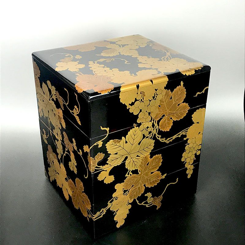 Spectacular Japanese Jubako Lacquer Box, Grapes