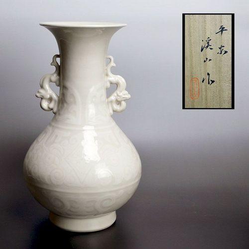 Kato Keizan I Ivory Glazed Porcelain Vase