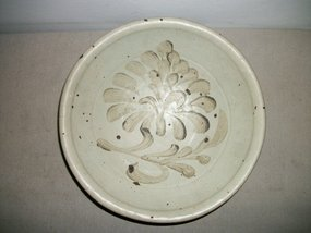 A LARGE GUANGDONG PLATE, 10TH-12TH CENTURY