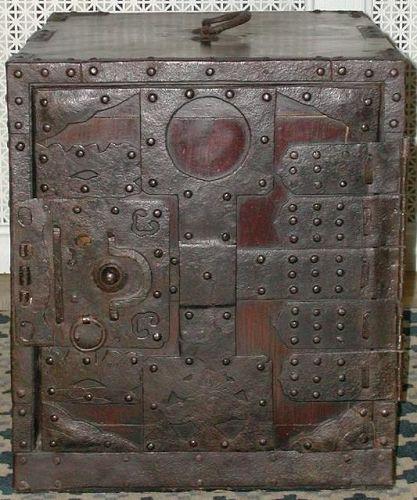 Ship's chest, funa dansu, Zelkova and Paulownia woods, forged iron
