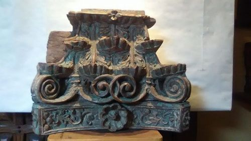 17-18th c Continental hard wood column Capital fragment