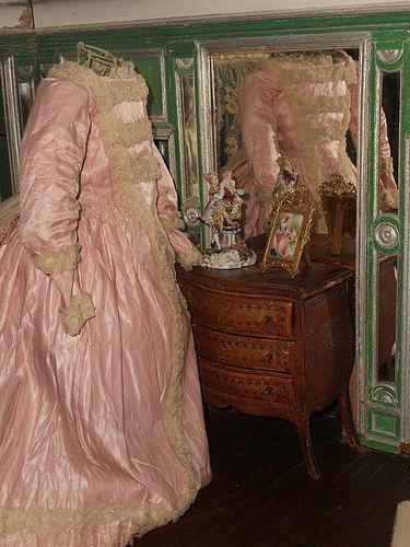 ~~~ Pretty Pink Antique Silk Satin Poupee Gown ~~~