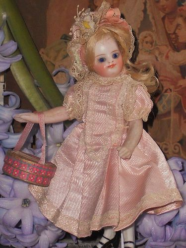 ~~~ Mademoiselle Mignonette in her Original Silk Clothing ~~~