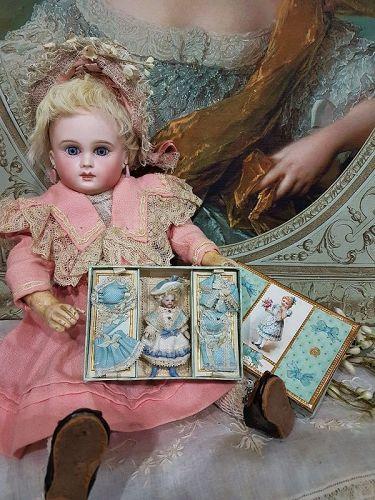 ~~~ All Original Tiny Bisque Mignonette with Trousseau ~~~