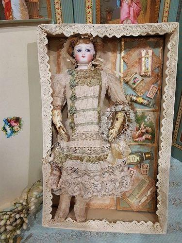 ~~~ Pretty antique French Poupee in Presentation ~~~