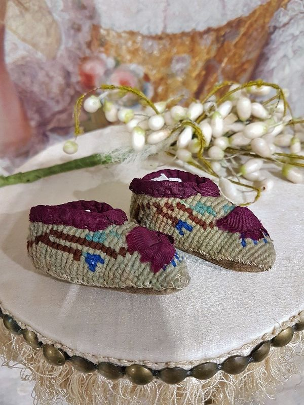 ~~ Rare 1855/60 Petit Point Poupee Slippers for Huret , Rohmer ... ~~