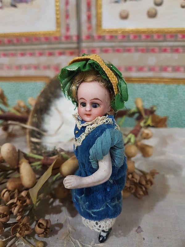 ~~Rare 19th. Century Christmas Presentation Egg with Mignonette ~~