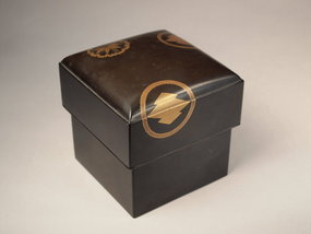 Japanese makie lacquer box with lid