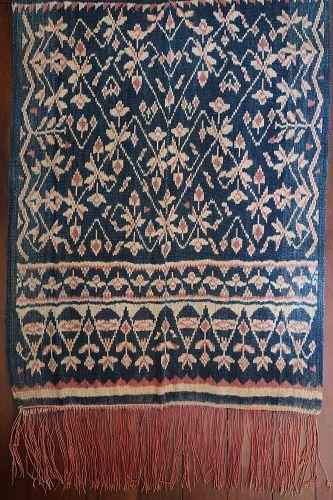 Indonesia | Early 20th C ikat shoulder cloth (<i>lafa</i>)