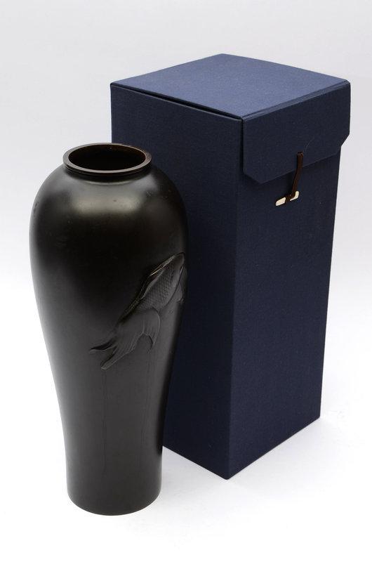 Japanese bronze vase made by Shoryusai Chikatoshi
