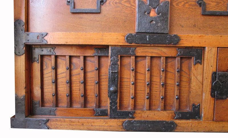 Japanese Edo Period Keyaki Mikuni Choba with Locking Bar