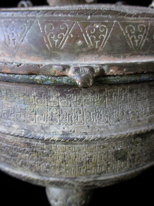 Chinese Archaic Bronze Ding (tipod ritual food vessel)